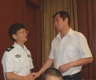 国务委员、公安部长孟建柱与张志伟律师亲切交谈